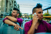 O Δημήτρης Τεκτονίδης φωτογραφίζει ένα 'same - sex' ζευγάρι με φόντο την Αθήνα!