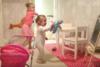 Σκηνικά που κάνουν ακόμα και τον κάμεραμαν να ξεκαρδιστεί στα γέλια (video)