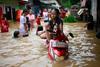 Χάος στην Τζακάρτα - Πλημμύρισαν τα πάντα από τις βροχές (pics)