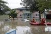 «Πνίγηκε» κάτω από το νερό περιοχή στην Καλιφόρνια (video)