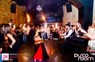 Εδώ ο κόσμος διασκεδάζει και στο... Disco Room, χτενίζονται!