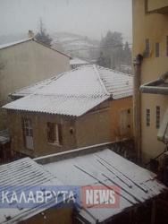 Αχαΐα: Xιονίζει από το πρωί στα Καλάβρυτα (pics)