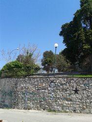 Κάγκελα στην πιο ανοιξιάτικη βεράντα της Πάτρας, γιατί; (pics)