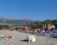 Η Πάτρα «αποχαιρετά» το καλοκαίρι με βουτιές στις παραλίες