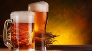 Κι όμως, η μπύρα μπορεί να μας γλιτώσει από... τις μισές θερμίδες του φαγητού