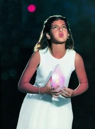 Το κορίτσι που έσβησε τη Φλόγα του 2004 είναι στην Πάτρα - Δείτε την (pic+video)