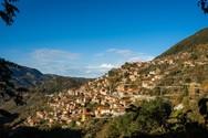 Λαγκάδια - Ένα «κρεμαστό» χωριό που απέχει 2 ώρες και 40 λεπτά από την Πάτρα (pics+video)