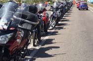 Δυτική Ελλάδα: Φτιάχνουν διαχωριστικό στην Εθνική οδό με τις... μοτοσικλέτες τους