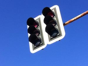 Κάτω Αχαΐα: Προσοχή - Ο άνεμος μετατόπισε τους φωτεινούς σηματοδότες