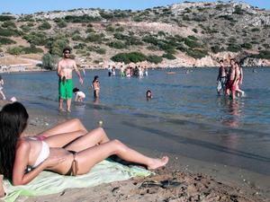Μπανάκι... μανάκι για τους Πατρινούς - «Βούλιαξαν» από κόσμο οι παραλίες της Αχαΐας