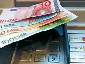 Τι αλλάζει από σήμερα στις τράπεζες και τα capital controls