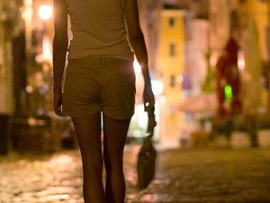 Πάτρα: Τα κορίτσια της νύχτας υπάρχουν ακόμα, κινούνται όμως στο… σκοτάδι!