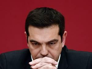 Σημάδια φθοράς για την κυβέρνηση και τον Αλέξη Τσίπρα