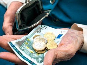 Μάθετε πως θα γίνει η παρακράτηση φόρου σε μισθούς και συντάξεις