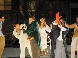 Η «Αριστοφανιάδα» κάνει στάση στην Πάτρα!