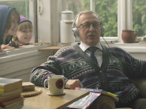 Μια όμορφη διαφήμιση - Παππούς μαθαίνει αγγλικά για ένα πολύ συγκινητικό λόγο (video)