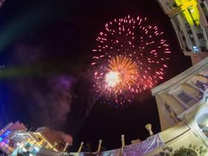 Τα πυροτεχνήματα σκόρπισαν το «άρωμα» του Πατρινού Καρναβαλιού σε όλη την πλάση! (pics)