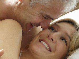 Καλός ύπνος σημαίνει καλό σεξ για τις γυναίκες μετά τα 50