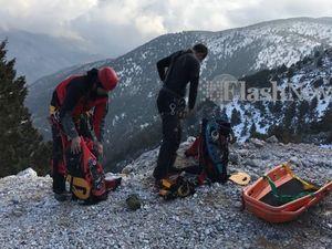 Ανασύρθηκε νεκρή η γυναίκα που έπεσε σε γκρεμό στα Λευκά Όρη (vids)