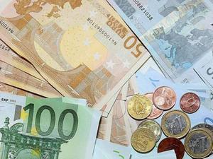 Στα 326,35 δισ. ευρώ αυξήθηκε το δημόσιο χρέος