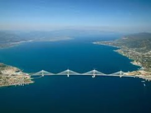 ΣΟΚ- Βρέθηκε κρεμασμένη νεαρή γυναίκα στη Γέφυρα Ρίου - Αντιρρίου
