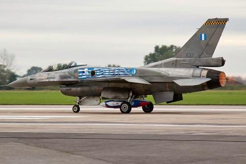 Πάτρα: Aεροπορική επίδειξη από το F-16 «Ζεύς» στο λιμάνι