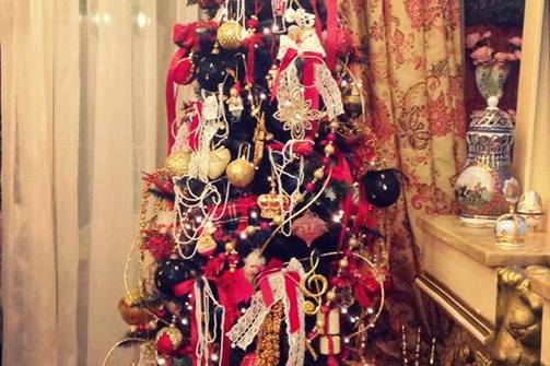 Τα πρώτα Χριστουγεννιάτικα δέντρα έκαναν την εμφάνισή τους στο timeline μας!