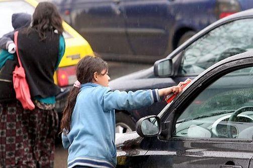 Πάτρα: Τα παιδιά των φαναριών, πήραν τους δρόμους και τις πλατείες!