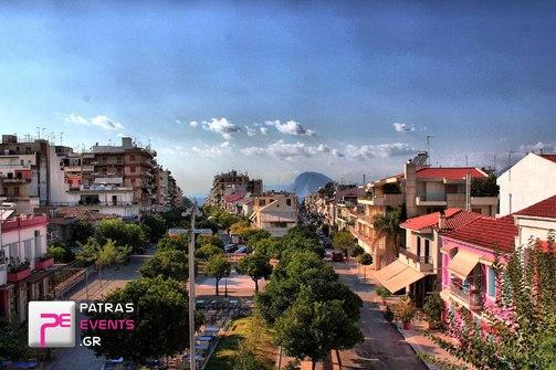 Πάτρα: Το ιστορικό νεοκλασικό, τα σκαλάκια με το μπαλκόνι και ο δρόμος με τις νεραντζιές (pic)