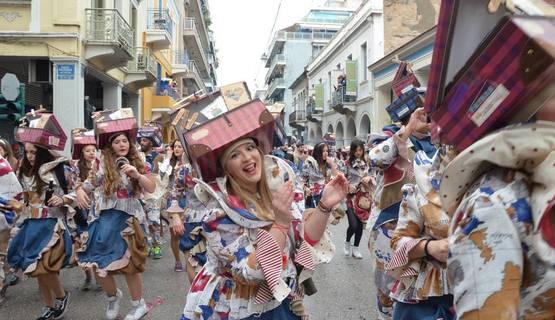 Δείτε ολόκληρες τις τρεις παρελάσεις του Πατρινού Καρναβαλιού (vids)