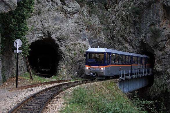 Αχαΐα: H παραδεισένια διαδρομή από το Διακοπτό μέχρι τα Καλάβρυτα με το τραινάκι (pics+vids)