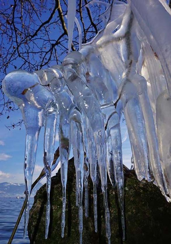 Καστοριά: Μαγευτικά έργα τέχνης από... πάγο στη λίμνη της πόλης (pics)