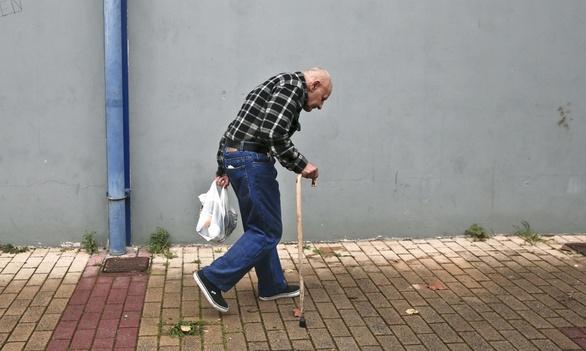 Guardian: Πώς άλλαξε η ζωή των Ελλήνων τα τελευταία χρόνια