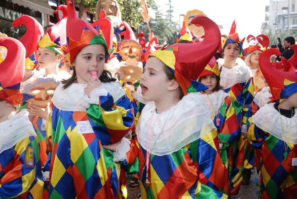Πάτρα: Καρναβάλι σε κάθε γειτονιά - 1.000 στολές θα μοιραστούν στα σχολεία