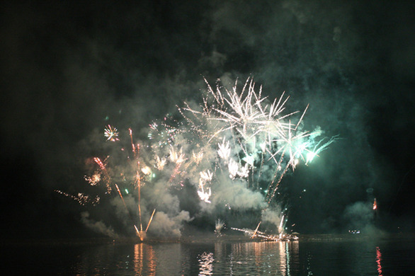 Πάτρα: Ο Βασιλιάς Καρνάβαλος κάηκε... Ζήτω ο βασιλιάς, ζήτω το καρναβάλι! (pics)