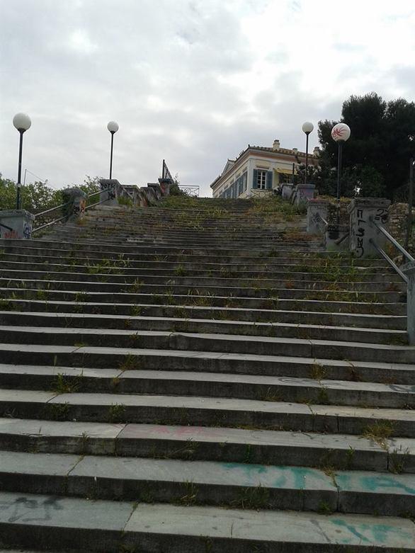 Οι πιο «in» και πιο γραφικές σκάλες της Πάτρας, είναι αυτές της Πατρέως (pics)