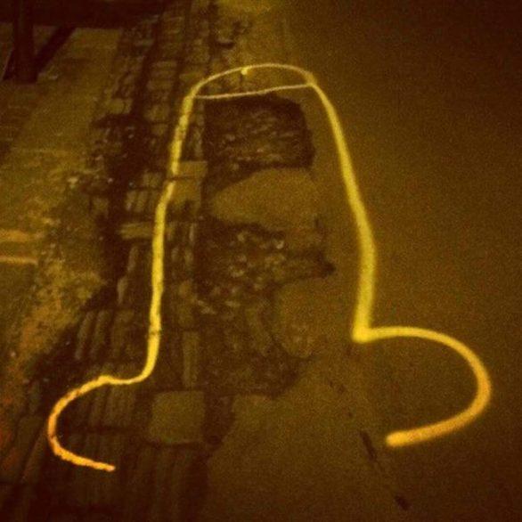 Γκράφιτι σε σχήμα πέους - Μια εναλλακτική πρόταση για τις... λακούβες της Πάτρας (pics+video)
