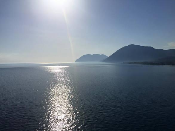 Ψηλά στη Γέφυρα, κοιτάζοντας το βαθύ μπλε της θάλασσας του Πατραϊκού (pic)