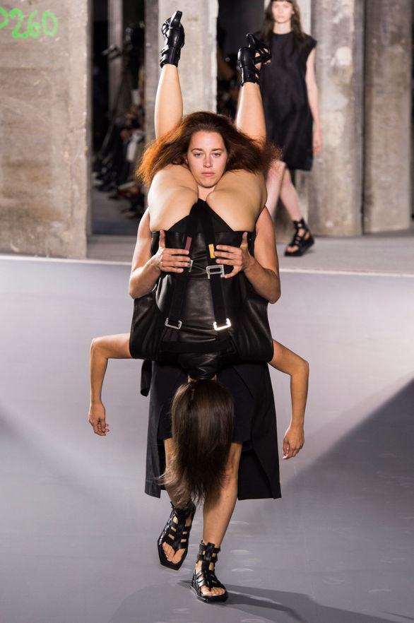 """Τα """"ίσια ανάποδα"""" σε... επίδειξη μόδας! (pics)"""