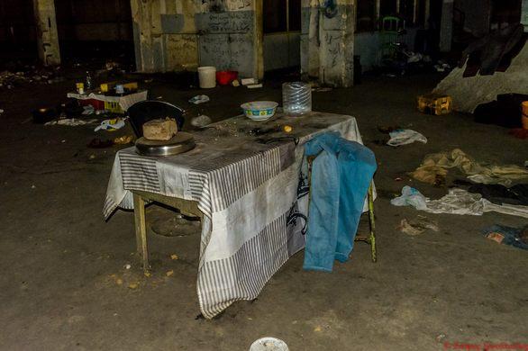 """Τα """"διαμερίσματα"""" των μεταναστών της Πάτρας στην Πειραϊκή Πατραϊκή! (Δείτε φωτογραφίες)"""