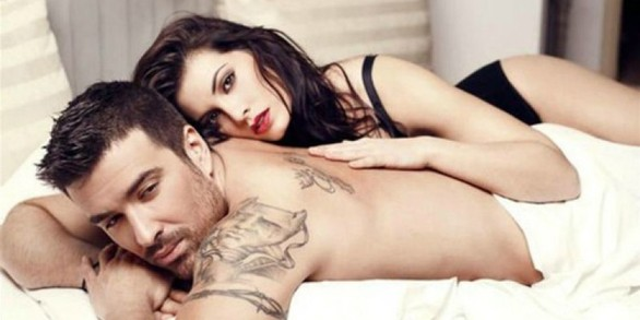 Αϊβάζης - Κορινθίου: Ξανά μαζί και γυμνοί στο... κρεβάτι (pics)