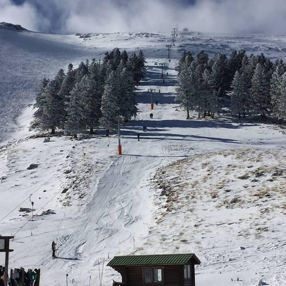 Χιλιάδες επισκέπτες στα Καλάβρυτα - Πόλος έλξης το Χιονοδρομικό (pics)