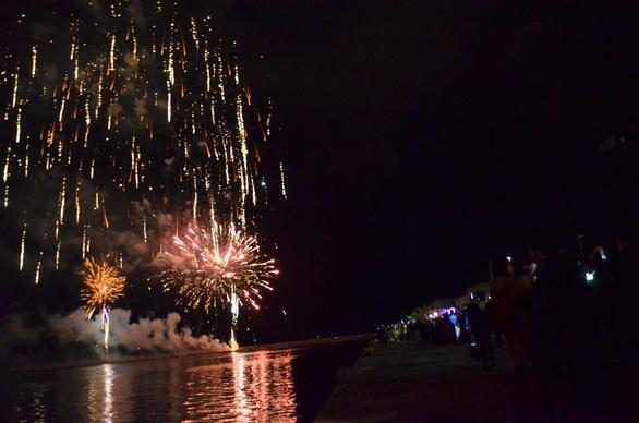 Φαντασμαγορική η τελετή λήξης - Το Πατρινό Καρναβάλι του 2017 ξεκινά! (pics)