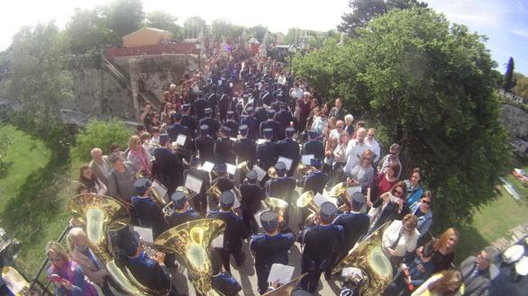 Βουλιάζει η Κέρκυρα από τουρίστες - Εικόνες εποχής προ μνημονίου
