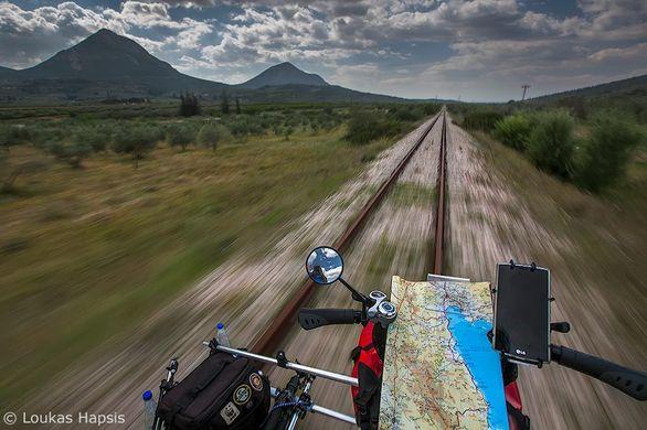 Ταξίδι με ποδήλατο πάνω στις εγκαταλελειμμένες ράγες της Πελοποννήσου (pics)