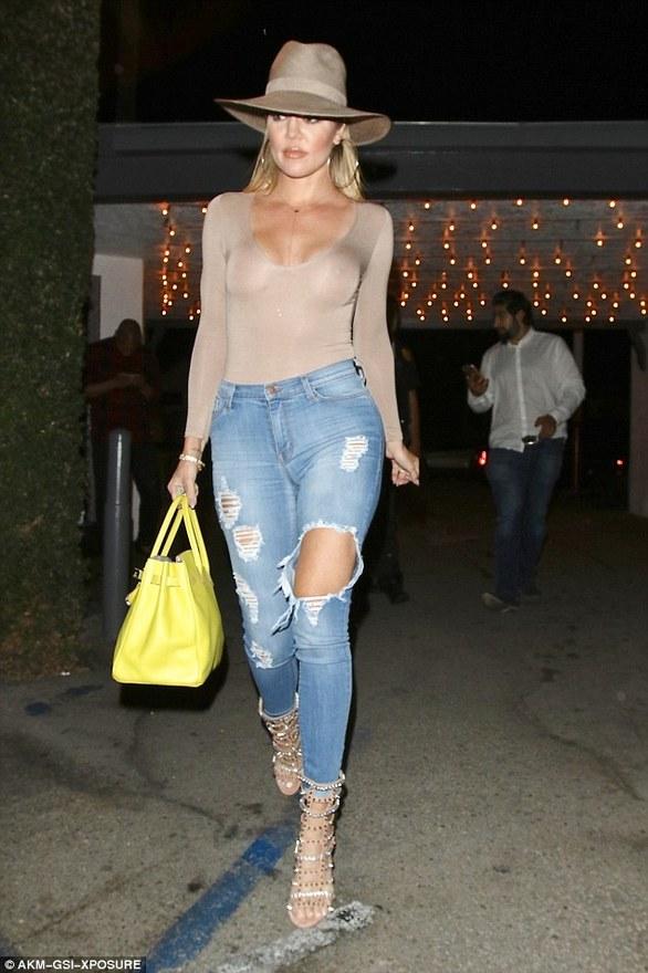 Έκανε αυξητική στήθους η Khloe Kardashian; (pics)