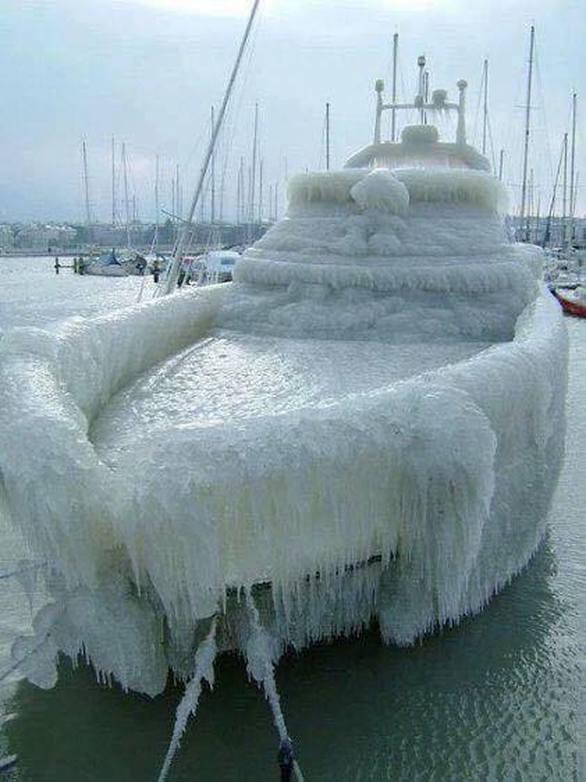 Πόρτο Ράφτη - Ο χιονιάς πάγωσε τα κότερα και τις βαρκούλες!