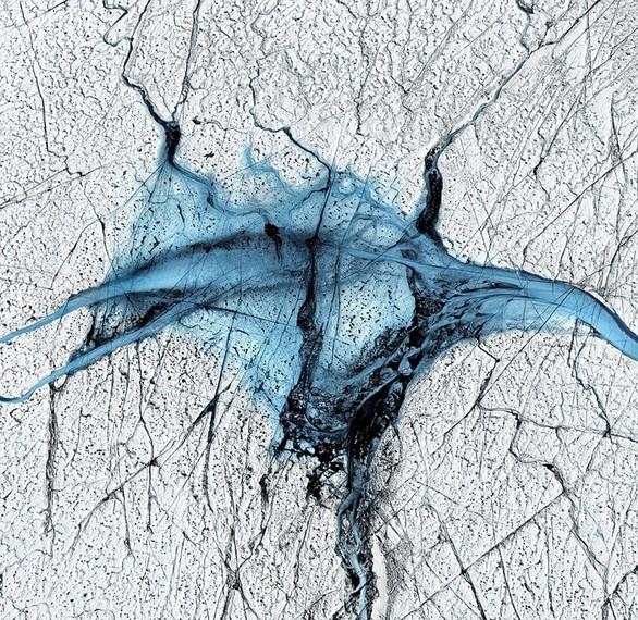 Οι επικίνδυνες λίμνες της Αρκτικής που μοιάζουν με έργα τέχνης (pics)