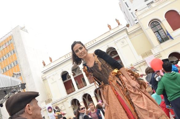 Πάτρα: Περιμένοντας τον βασιλιά Καρνάβαλο! - Δείτε φωτογραφίες από τα δρώμενα στο κέντρο