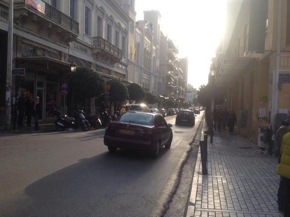 Πάτρα: Ανοικτά στη πλειοψηφία τους τα καταστήματα - Δείτε φωτογραφίες από το κέντρο